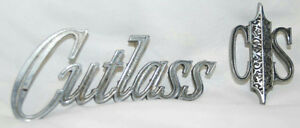 Vintage 1970 s Oldsmobile Cutlass 4 5 2 5 Chrome Emblems