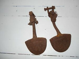 Pair Of Antique Vintage Cast Iron Wagon Buggy Spade Style Surry Foot Step Plate