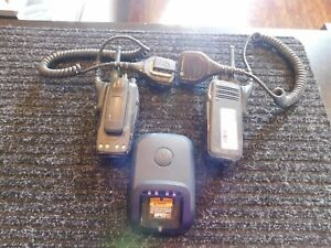 Motorola Xpr 6100 Portable Two way Radio 2 Radios With Charger Handset