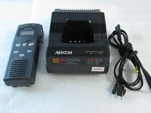 Harris M a com P5100 Mahm 88dxx Handheld 2 way Radio Charger Ch 104560 026