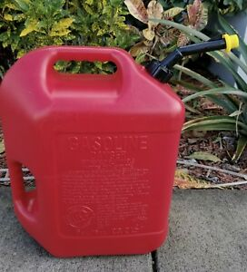 Blitz 6 Gallon Plastic Gas Can W Spout And Yellow Cap