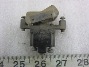 Honeywell 1tp66 1 Spdt Rocker Switch Used