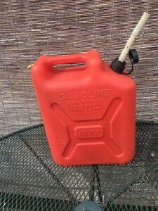 Vintage Blitz 5 Gallon Plastic Gas Can Pull Out Spout Vent Usmc Jerry 11850