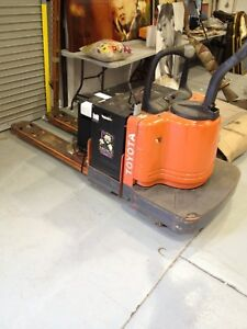 Toyota 7hbe30 Electric Truck Walkie Pallet Jack Forklift 6000 Lbs Good Battery