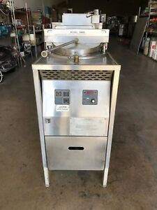 The Broaster Company Chicken Fryer Model 1800gh In Natural Gas