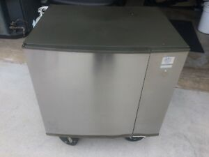 Manitowoc Sy1004a Air Cooled Ice Maker Ice Machine 1 075 Lbs day