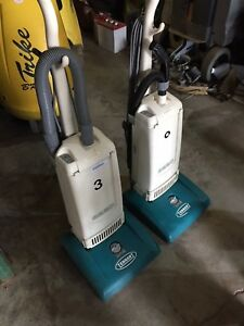 Tennant 3220 Upright Commercial Vacuum 3120