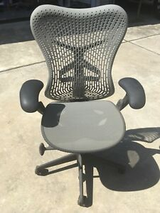 Herman Miller Mirra Chair Adjustable Arms Flex Front Seat Great Condition