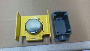 Allen Bradley 800p s2cg2a Palm Mushroom Push Button Switch And Junction Box