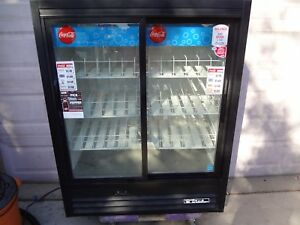 04 2013 True Gdm 41sl 60em ld 2 Glass Door Refrigerator merchandiser