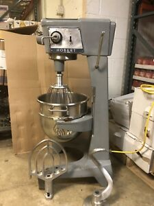Hobart 30 Quart Mixer Model D 300 With Dough Hook Whisk And Paddle