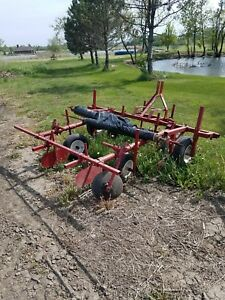 Holland Transplanter Mulch Layer Model 1275 Missing The Two Top Pieces
