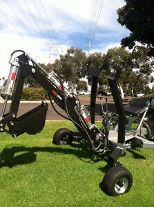 Towable Mini Backhoe With Comes With 10 And 24 Buckets Mini Excavator