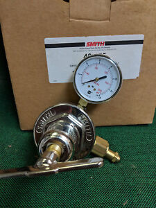 Smith 46 175 Manifold Regulator Oxygen c Rh Inlet b Rh Outlet
