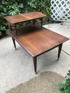 Vintage Mid Century Modern Bassett Furniture Side End Table Woodgrain Walnut