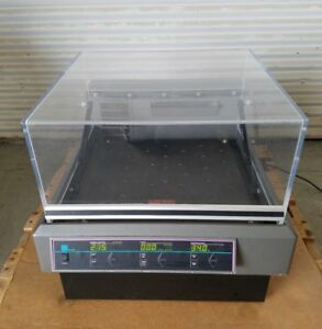 Lab line 4628 Orbital Heating Shaker Incubator