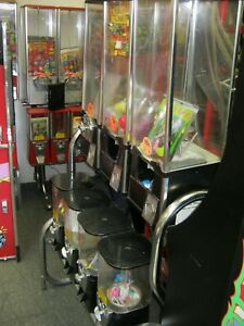 Bulk Vending Lot Of Beaver Northwestern Oak 1 And 2 Capsule Machines Video