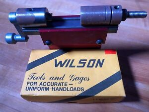 L. E. WILSON PRECISION ROTARY CASE TRIMMER with 22-250 Shell Holder