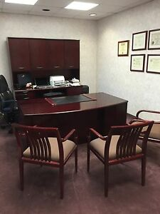Executive Desk Set Desk Credenza Hutch 3 Chairs Cherry Mahogany In11050