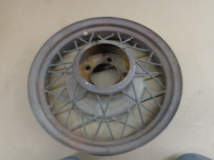 V8 Ford 17 Wire Wheel Mt 2172