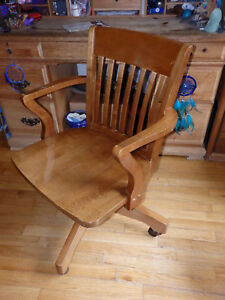 Williams Sonoma Honey Maple Wood Rolling Office Desk Arm Chair local Pickup