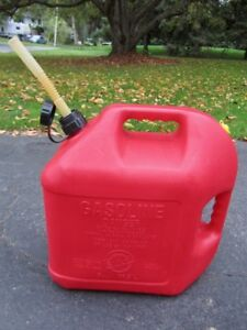 Barley Used Blitz 5 Gallon Plastic Vented Gas Can W flex Spout