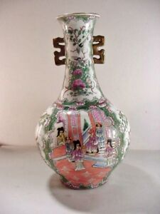 Early Chinese Export Rose Medallion Bulbous Body Vase With Handles 14 1 4