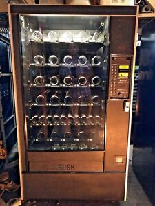 Automatic Products 113 Snack Vending Machine N r