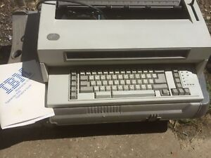 Ibm Wheelwriter 10 Series Ii Typewriter W Cartridge And Manual works