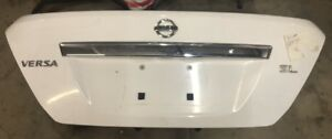 2007 2011 Oem Nissan Versa Sedan White Rear Trunk Tailgate Assembly W Emblem