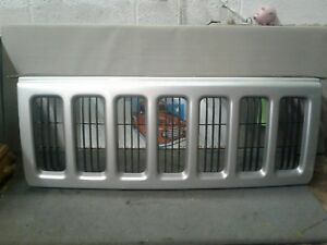 2006 Jeep Commander Oem Front Grill