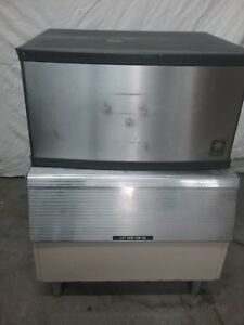 Manitowoc Qy0205w Ice Machine With A 170 Bin