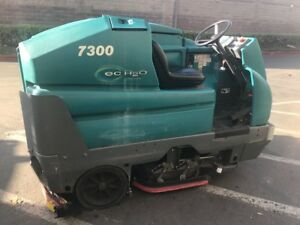 Tennant 7300 floor Scrubber Ride On Working Condition 7300 6318