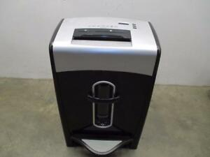 Staples 20 Sheet Cross Cut Cd And Credit Card Power Shredder Spl x201g