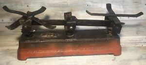 C 1900 Primitive Cast Iron 2kg Roberval Balance Scale General Store Parts Only
