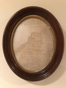 Vintage 10x8 Oval Wood Picture Frame C