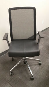 Haworth Very Task Chair mesh Rolling Desk Chair Black used Very Good Condition