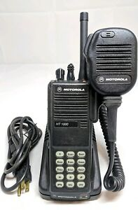 Motorola Ht1000 Portable Uhf 403 470 Mhz 16 Channel Radio Narrowband Gmrs