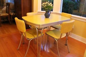 Daystrom Mid Century Formica And Chrome Table With Chairs