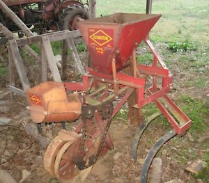 Covington Tp 46 One Row Planter W 5 Plates Mounted On 3 Point Hitch Cultivator