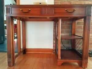 Vintage Saginaw Furniture Mahogany Expandable Dining Table