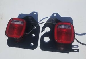 Universal Truck Tail Lights 4027 With Dot 9130 Incandescent Lights Pair Takeoff