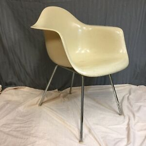 Zenith Eames Herman Miller Mcm Fiberglass Shell Chair Early H Base
