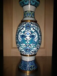 Exquisitely Crafted Antique Japanese Gold Wire Cloisonne Vase