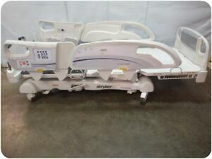 Stryker Intouch Electric Critical Care Hospital Patient Bed 219225