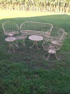 7 Pc Set Of Mid Century Homecrest Wire Out Door Furniture