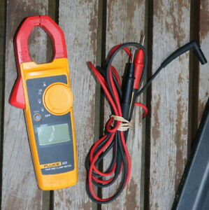 Fluke 323 True rms Clamp Meter Mint Condition With Fluke Tl175 Leads