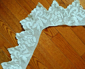 Vintage Crochet Edging 32 Inche Square Tablecloth White 6 Inches Deep Roses