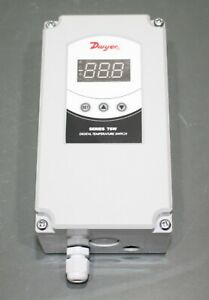 Dwyer Digital Temperature Controller Switch Tsw 160 np 12 To 24v Ac Or Dc Spdt