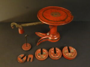 All Original Cast Iron Scale Crow Foot Decorated Top And Stackable Weights